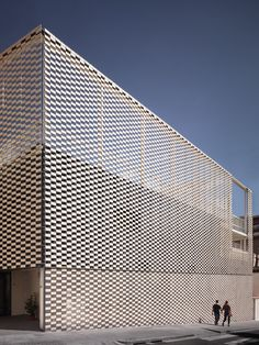 Image 7 of 15 from gallery of The Kindergarten Virolai Petit / Vicente Sarrablo + Jaume Colom + Roviras - Castelao Arquitectos. Photograph by Joan Guillamat Parametric Architecture, Museum Architecture, Architecture Details, Facade Pattern, Glass Facades, Facade Design, Home Look, Modern House Design, Cladding