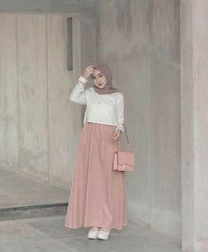 Price : Helmusya Dress Bahan : amora crepe premium Allsize fit L Order Wa 087839212243 💕Happyshopping 💕💕💕 Muslim Women Fashion, Modern Hijab Fashion, Street Hijab Fashion, Hijab Fashion Inspiration, Skirt Fashion, Fashion Outfits, Parisian Fashion, Bohemian Fashion, Fashion Fashion