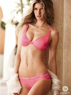 Photo of Marisa Miller - Fashion Model - ID334153 - Profile on FMD