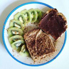 Sexta-feiraaa!!  e não podia começar melhor! Rawtella e manteiga de amendoim  canela nas torradas  ambas à venda em @mws.pt  #bomdia #breakfast #pequenoalmoço #cafedamanha #healthyfood #goodfats #govegan #vegan #mywheystore ( # @qualquer_dia_viro_vegan)