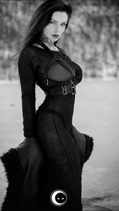 Solid Advice About Gothic Jewelry. Gothic Jewelry has always been an important part of cultural expression. Gothic Girls, Hot Goth Girls, Dark Beauty, Goth Beauty, Dark Fashion, Gothic Fashion, Fantasy Fashion, 90s Fashion, Gothic Beauty
