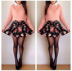 Bloemenrokje + roze trui + zwarte pumps