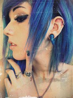 Blue hair - Spoki shared by Lumina on We Heart It Blue Hair Dye Colors, Cool Hair Color, Scene Makeup, Emo Makeup, Locks, Punky Color, Hair Color Pictures, Dark Blue Hair, Leda Muir