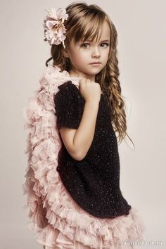 Pretty girl by VoyageVisuelle Little Girl Fashion, Little Girl Dresses, Kids Fashion, Flower Girl Dresses, Beautiful Little Girls, Beautiful Children, Beautiful Babies, Kristina Pimenova, Girl Haircuts