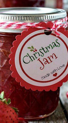 Christmas Jam Recipe ~  super easy to make and super delicious... everyone on your holiday gift list will love it!   Free printable labels