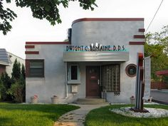 The neat little streamline moderne dentist office on East Street in south Minneapolis, built circa Architecture Details, Modern Architecture, Old Style House, House Design Pictures, Streamline Moderne, Art Deco Buildings, Art Deco Home, Art Deco Design, Booth Design