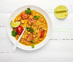 Hitta hettan i vardagen med denna sötpotatisgryta från Indien. Kikärtor, chili och ingefära gör den här grytan till en riktig hälsobomb. En vegetarisk dröm helt enkelt.