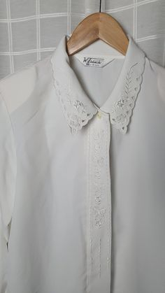 Vintage white embroidered short sleeve button down pin tuck tunic blouse with floral patterns and mock neck collar  s  m  1970s