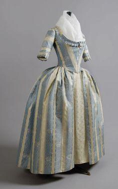 Robe à l'Anglaise, vers 1780-1785.                                                                                                                                                                                 Plus