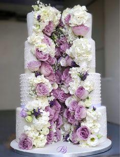 tort nunta cascada flori jumatate alb romantic bb cakes wedding cakes timisoara dumbravita Wedding Cake Cutting, Wedding Cakes, Tasty, Flowers, Desserts, Food, Wedding Gown Cakes, Tailgate Desserts, Deserts