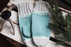 Enkelt mønster i freshe farger💙. #strikking #håndarbeid #håndverk #strikkedilla #strikkehygge #strikkeoppskrift #knittingpatterns #knitting Tiffany, Knitting, Pattern, Fashion, Moda, Tricot, Fashion Styles, Breien, Patterns