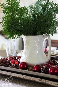 5 Minute Christmas Centerpiece Ideas | Quick and easy inspiration!