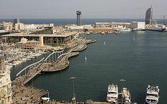 Vue aérienne du Port Vell et du centre commercial Maremagnum à Barcelone
