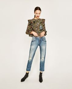 ZARA - FEMME - CHEMISIER IMPRIMÉ À VOLANTS Clothes Horse, Mom Clothes, Mom Outfits, Zara Women, Printed Blouse, What To Wear, Style Me, Mom Jeans, Girl Fashion