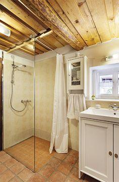 Chalupa u kapličky Cottage Interiors, Cozy Cottage, Natural Living, Pavilion, Small Bathroom, Tiny House, Bathtub, Cabin, Home Decor
