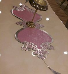KADİFE DERI SALON TAKIMI Wedding Crafts, Doilies, Baby Knitting, Table Runners, Projects To Try, Room Decor, Embroidery, Table Decorations, Diamond