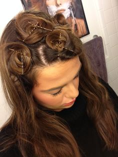 Pin Curls How to Curl Straight Hair Overnight, Without Using Any Damaging Heat, Because Yes, You Can Have Big Bouncy Waves No Heat Hairstyles, Curled Hairstyles, Straight Hairstyles, Wedding Hairstyles, Hairdos, 50s Hairstyles, Updo Hairstyle, Curl Hair Without Heat, Curls No Heat