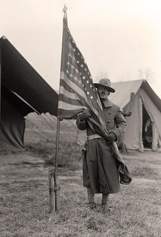 An African-American soldier in a training camp, Most of the American army's training sites were in the deep South, where armed black men threatened Jim Crow white supremacy. The mayor of Spartanburg, South Carolina, protested in the New York. World War One, First World, American Soldiers, American Flag, Military History, Military Gear, Military Uniforms, African American History, World History