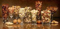 Pähkinöitä myös karkkibuffettiin. Nuts also for candy buffet.