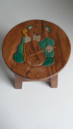 Handgemaakt kinderkrukje beer met viool Nursery Themes, Nursery Decor, 3d Router, Painted Stools, Baby Chair, Tiny House Plans, Woodworking Crafts, Kids Furniture, Wood Crafts