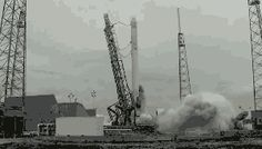 Fuel supply tubes decouple at the last moment of rocket launch (from Tencent News)