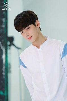 Making my heart beat faster . Cha Eun Woo, Cute Korean Boys, Korean Men, Cute Boys, Korean Celebrities, Korean Actors, Cha Eunwoo Astro, Astro Wallpaper, Ideal Boyfriend