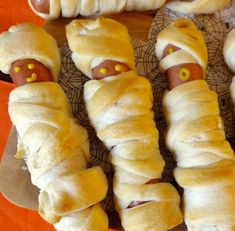 Mummy Hotdogs | Click Pic for 42 Halloween Party Food Ideas for Kids to Make | Easy Halloween Treats for Kids To Make