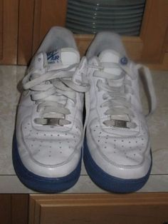 Nike-White-Air-Force-1-Low-Blue-Sole-2007-shoe-SIze-8