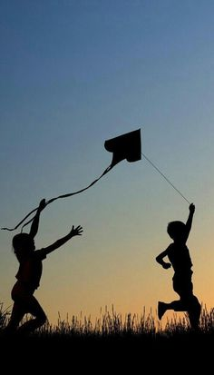 A fun image sharing community. Explore amazing art and photography and share your own visual inspiration! Go Fly A Kite, Kite Flying, Silhouette Fotografie, The Kite Runner, Shadow Silhouette, Silhouette Photography, Nice To Meet, Photo Instagram, Children Photography