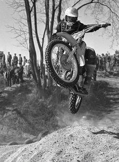Old School Motorcycles, Vintage Motorcycles, Old Bikes, Dirt Bikes, Motocross Riders, Motorcycle Racers, Trial Bike, Vintage Motocross, Bike Design