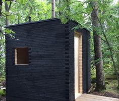 Shou-sugi-ban, Außentoilette in Finnland - JudeBuxom. Saunas, Tiny House, Outside Toilet, Mini Cabins, Backyard Fort, Portable Sauna, Arched Cabin, Outdoor Sauna, Sauna Design