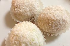 These are very moreish. To the point where I ate too many, so now I'm ruined for a while. I started out trying to recreate the popular coconut and almond Raffaello balls, using natural ingredients,. My Recipes, Whole Food Recipes, Coconut Truffles, Fructose Free, Paleo Baking, Truffle Recipe, Paleo Sweets, Raw Vegan, Paleo Vegan