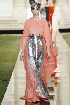 Givenchy Fall 2018 Couture Fashion Show Collection: See the complete Givenchy Fall 2018 Couture collection. Look 38