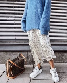 long skirt outfits for winter: blue sweater + dots skirt Womens Fashion, Fashion Blogger Style, Look Fashion, Winter Fashion, Fashion Bloggers, Fashion Websites, Fashion Beauty, Blue Fashion, Fashion 2018, Fashion Fashion