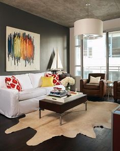 Modern Living Room - Design photos, ideas and inspiration. Amazing gallery of interior design and decorating ideas of Modern Living Room in bedrooms, living rooms by elite interior designers - Page 5 Charcoal Walls, Black Walls, Black Rug, Condo Living Room, Living Spaces, Living Rooms, Condo Decorating, Decorating Ideas, Dark Wood Floors
