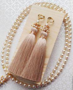 diy jewelry for gifts Diy Tassel Earrings, Silk Thread Earrings, Thread Jewellery, Tassel Jewelry, Bead Earrings, Earrings Handmade, Beaded Jewelry, Jewelery, Handmade Jewelry