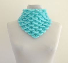 Love the stitch and the colour in this scarf by reflectionsbyds