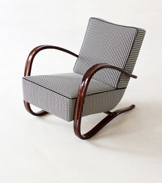 Jindrich Halabala, Streamline armchair, Made by UP Zavodny, Brno. Via zeitlos berlin Dream Furniture, Art Deco Furniture, French Furniture, House Of Tomorrow, Outdoor Chairs, Outdoor Furniture, Window Furniture, Cantilever Chair, Patterned Armchair