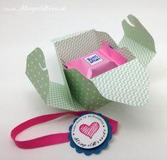 Eine kleine Box mit dem Envelope-Punchboard für Rittersport-Mini + Stempel-Set Spruch-reif + Wellenkreis