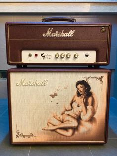 VERY RARE PIECE, GREAT SOUNDING AMP, PERFECT FOR COLLECTION OR HOME PRACTICELow output mode can let you turn up in super low volume, perfect for late night playing. 5Watts of tube power can handle any small club gigs with cranked up raw marshall juicy tones.Comes with certificate, speaker cable, ...
