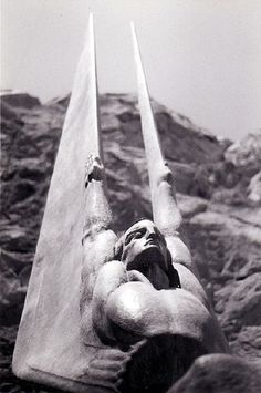 Hoover Dam Statue    Photo by Chrisjfry on Flickr.