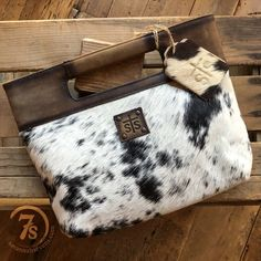 The Flat Rock - Rich cowhide clutch. One of a kind corriente cowhide. Tooled Leather Purse, Leather Tooling, Leather Clutch, Leather Purses, Western Chic, Country Western Fashion, Best Leather Wallet, Cowhide Bag, Leather Projects