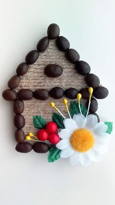 Одноклассники Coffee Bean Art, Coffee Beans, Christmas Crafts For Kids, Christmas Decorations, Crafts To Make, Arts And Crafts, Pistachio Shells, Jute Crafts, Coffee Crafts