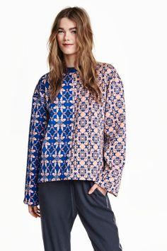 Pullover mit Jacquardmuster: Gerade geschnittener Pullover in Jacquardstrick. Modell mit langen, weiten Ärmeln und Halsbündchen.