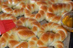 Mucenici moldovenesti impletiti - CAIETUL CU RETETE Dessert Recipes, Desserts, Romania, Bagel, Doughnut, Nutella, Feta, Bread, Interior