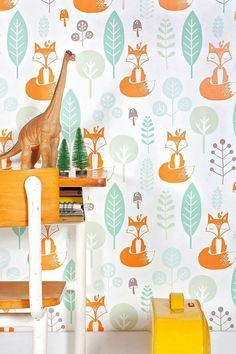 Cool behangpapier Baby Boy Rooms, Baby Cribs, Baby Room, Baby Decor, Kids Decor, Nursery Themes, Nursery Decor, Animal Head Decor, Baby Wallpaper