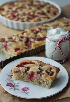 Rabarbertærte med kokos og marcipan Danish Dessert, Danish Food, Baking Recipes, Cookie Recipes, Dessert Recipes, Desserts, Marzipan, Rhubarb Cake, Food Crush