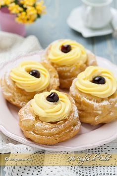 Zeppole di San Giuseppe fried tricks and tips to make them at home. Sweet treats stuffed with cream and black cherry that are prepared for. Italian Desserts, Mini Desserts, Healthy Desserts, Italian Recipes, Baking Recipes, Cookie Recipes, Dessert Recipes, Biscotti, Creative Desserts