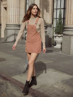Want to look trendy and casual this autumn? Get inspired by these stylish fall outfits. Want to look trendy and casual this autumn? Casual Fall Outfits, Teen Fashion Outfits, Stylish Outfits, Spring Outfits, Cool Outfits, Office Outfits, Denim Jumper Dress, Look Girl, Moda Vintage