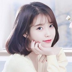 When you care for your hair your whole life changes. Good hair tells other people that you are put together. Few people can resist or deny the appeal of a Iu Short Hair, Korean Short Hair, Short Hair Styles, Iu Hair, Cute Korean, Korean Girl, Asian Girl, Korean Beauty, Asian Beauty